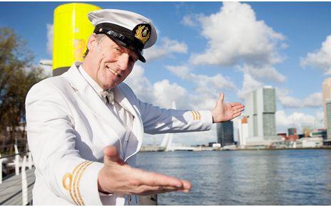 Foto Van Kapitein Tijdens Bedrijfsuitje Zeelui Rotterdam