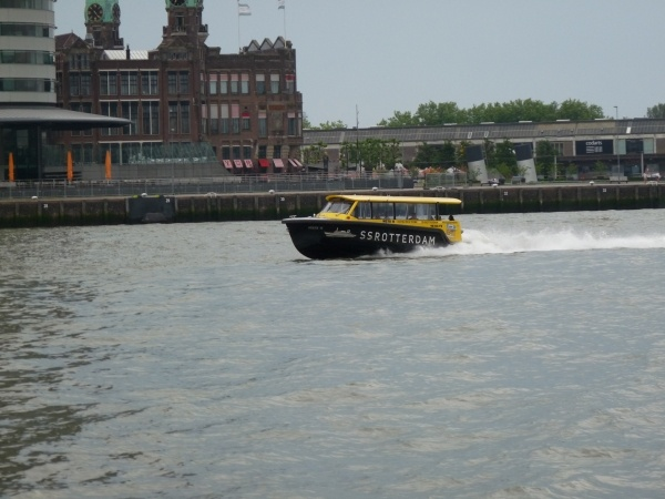 Foto Van Watertaxi Bedrijfsuitje Op De Maas