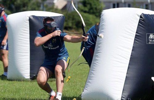 Man Wil Schieten Met Pijl En Boog Tijdens Archery Tag Rotterdam